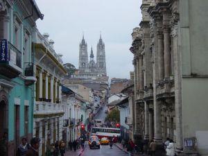 800px-Quito_AvVenezuela_basilicadelvotonacional